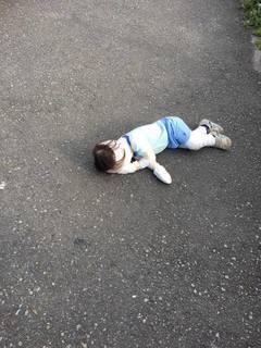 1歳10か月道端でイヤイヤ.jpg