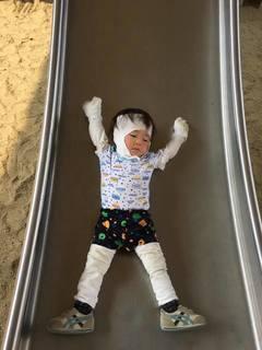 1歳11か月 お出かけスタイルはリント布巻き巻き.jpg