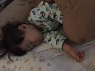2歳5か月寝姿.JPG