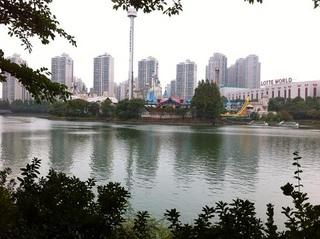 近所の湖.jpg